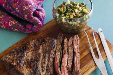 Carne Asada a la Plancha con Chimichurri de Cilantro y Aguacate