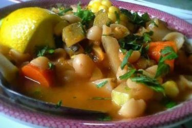 Caldo de verduras con conchitas