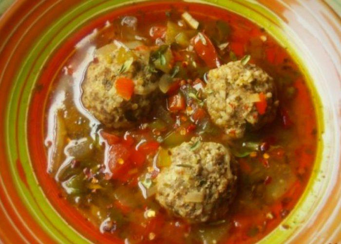 Caldo de Albóndigas (Meatball Soup with Bulgur Wheat), photo by Sonia Mendez Garcia