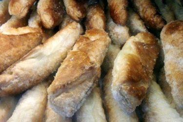 Quesitos/Pastelitos de Queso (Cream Cheese Pastries), photo by Hispanic Kitchen