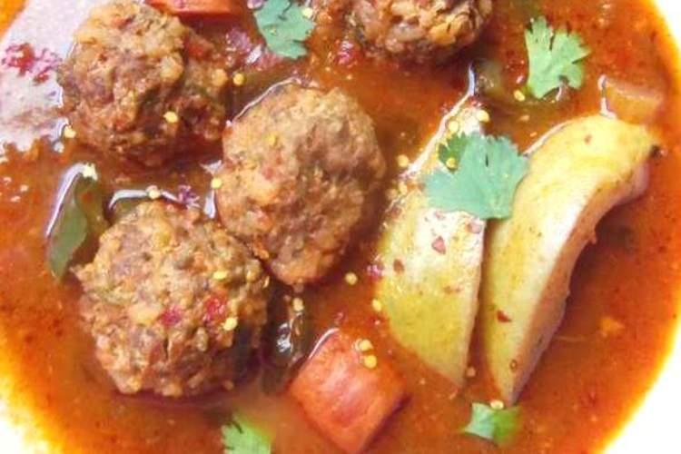 Albondigas en Caldillo de Jitomate y Guajillo (Meatballs in a Tomato Chile Broth)