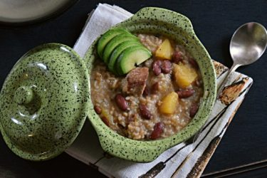 Chambre, Guiso de Habichuelas con Carne (Dominican Meat and Bean Stew), photo by Suellen Pineda, RDN, CDN