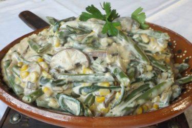 Ejotes con Crema y Queso (Cheesy Green Beans)