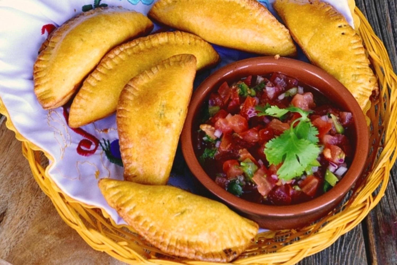 Pastelitos Hondureños de Carne con Chimol