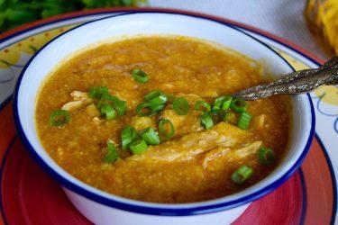 Pollo con Arroz de Maíz Estilo Hondureño (Honduran-Style Chicken and Split Corn Soup)