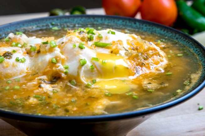 Huevos Ahogados (Eggs Drowned in Salsa), photo by Mexican Please