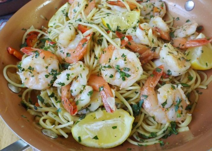 Camarones al Mojo de Ajo (Garlic Shrimp with Pasta), photo by Sonia Mendez Garcia