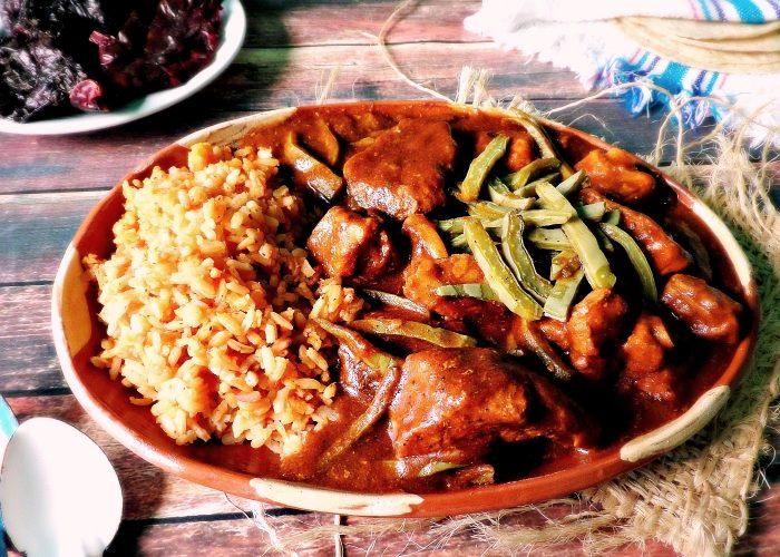 Mole Ranchero de Costillita, photo by Leslie Limón