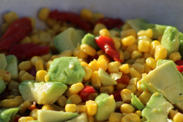 In a large bowl, put the corn and the roasted red bell pepper, basil and chili pepper and toss.
